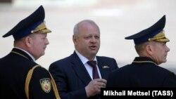 Олег Климентьев (в центре)