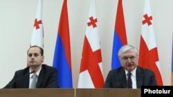 Министры иностранных дел Армении и Грузии, Эдвард Налбандян (справа) и Михеил Джанелидзе, на совместной пресс-конференции в Ереване. 25 марта 2016 г.