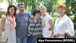 Волонтеры Юлия Воронецкая, Владимир Бурдейный, Алла Русс, Виктория Белая, Виктория Пастерначенко