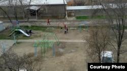 Детская площадка в Яшнабадском районе Ташкента.