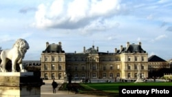Здание сената в Париже.