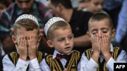 Косоводагы мөселман балалары бәйрәм намазында