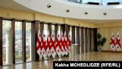 Появление в скандале нового фигуранта – телеканала «Рустави 2» – заставило некоторых политиков заговорить о возможном закулисном сговоре «Нацдвижения» с президентом Маргвелашвили