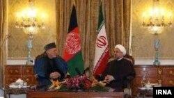 Ауғанстан президенті Хамид Карзай (сол жақта) мен Иран президенті Хассан Роуханидің кездесуі. Тегеран, 8 желтоқсан 2013 жыл.