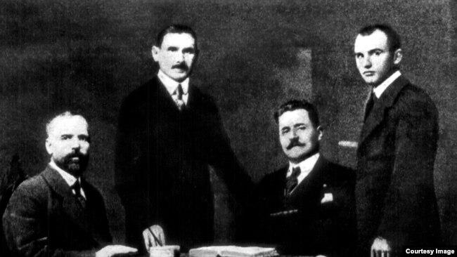 Delegația basarabeană de la Conferința de la Paris, condusă de Ion Pelivan (1919-1920). Foto: Biblioteca Centrală Universitară, Iași