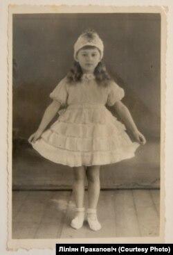 Ліліян у навагодняй сукенцы. Пінск, пачатак 1950-х