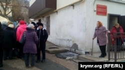 Біля будівлі суду, де проходило засідання за позовом пенсіонерів «Золотої балки», Севастополь, 16 січня 2019 року