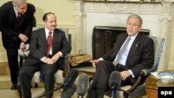 جرج بوش، رييس جمهوری آمريکا، در دیدار با مسعود بارزانی، رييس تشکيلات خودگردان کردستان عراق، ابراز اطمينان کرد که توافق نامه امنيتی به تصويب خواهد رسيد.(عکس:epa)