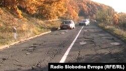 Патот што води од Крушево до Демир Хисар.