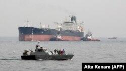 پیش از تحریمها ایران چهارمین صادرکننده بزرگ اوپک بود (در تصویر: پایانه نفتی خارک)