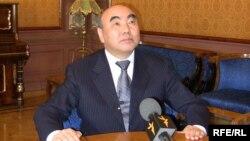 """Аскар Акаев """"Азаттыктын"""" суроолоруна жооп берүүдө. Москва, 23-март, 2010"""