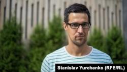 Ведущий и редактор утренних радио эфиров Крым.Реалии Александр Голубов