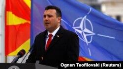 Прем'єр-міністр Північної Македонії Зоран Заєв виступає на церемонії підняття прапора НАТО перед будівлею уряду, Скоп'є, 12 лютого 2019 року