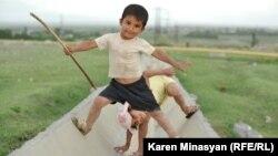 Дети в одной из сельских глубинок в Армении. Иллюстративное фото