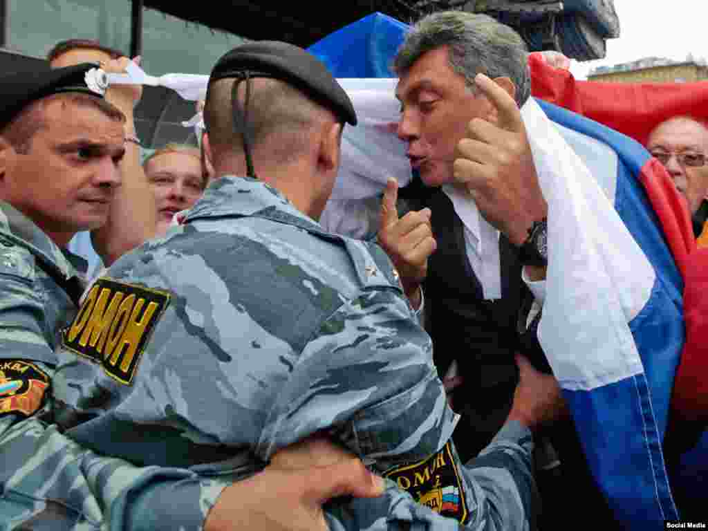 Nemtsov confronts police during an opposition march in Moscow in 2010.