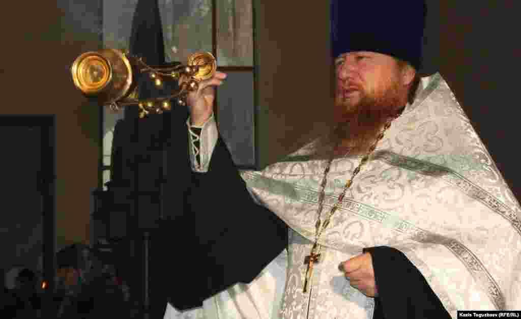 Православиелік шіркеу қызметкері Георгий әкей.