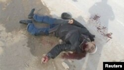 Скриншот видеозаписи показывает мертвого человека, убитого в Жанаозене во время событий 16 декабря 2011 года.