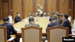 Ким Чен Ын проводит заседание военного совета