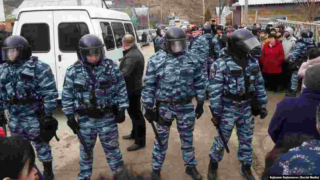 У Криму в будинках кримських татар проводять обшуки, 11 лютого 2016 року