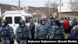 Під час обшуку в с. Холмівка Бахчисарайського району 11 лютого 2016 року