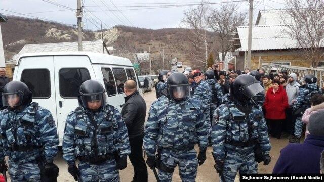 Во время обыска в С. Холмовка Бахчисарайского района 11 февраля