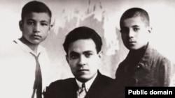 Soldan sağa: Mehdi Hüseynzadə, Səid Rüstəmov və Mürsəl Nəcəfov, 1930-cu il