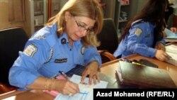 شرطية في دائرة الاحوال المدنية في السليمانية