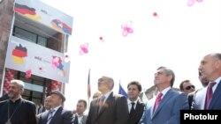 Նախագահ Սերժ Սարգսյանը Ամասիայում կարի ֆաբրիկայի բացման արարողության ժամանակ: 21-ը հուլիսի, 2011թ.