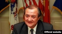Ўзбекистон ТИ вазири Абдулазиз Комилов.