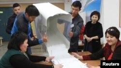 Один из избирательных участков в Бишкеке во время президентских выборов в 2017 году.