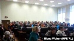 Жители города Темиртау на публичных слушаниях о тарифах на коммунальные услуги. 19 мая 2015 года.