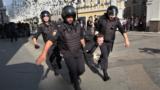 Moskwadaky protestleri basyp ýatyryjylar.