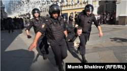 Мәскәүдә 27 июльдә узган митинг вакытында тоткарлау