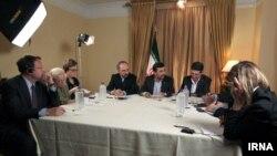 مصاحبه با محمود احمدینژاد، رئیسجمهوری ایران، در نیویورک با حضور ۶ نفر از خبرنگاران خبرگزاری آسوشیتدپرس.