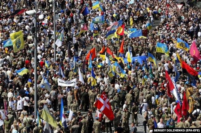 Учасники Маршу ветеранів у центрі Києва у День Незалежності. Київ, 24 серпня 2019 року