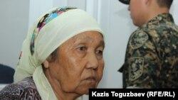 Данышпан Нуракова, мать и общественный защитник Бактыгали Калдыбекова, в военном суде Алматинского гарнизона на оглашении приговора.