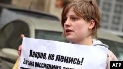 Анастасия Рыбаченко на акции оппозиции 14-го апреля 2011-го года