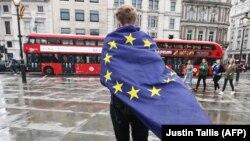 Один из участников акции протеста против Brexit'а в Лондоне
