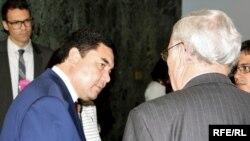 Türkmen prezidenti Gurbanguly Berdimuhamedow Nýu Ýorka saparynyň dowamynda, 23-nji sentýabr, 2009 ý.