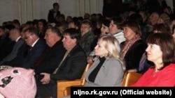 Депутаты крымского парламента Ольга Ковитиди и Сергей Цеков на собрании избирателей в Нижнегорском районе, 7 февраля 2018 года