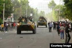 Военные на улицах Душанбе 12 февраля 1990 года.
