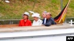 Mbretëresha e Britanisë, Elizabeth II, gjatë vizitës në Gjermani.