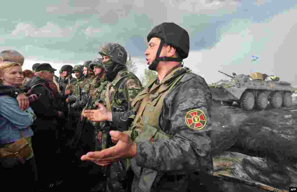 Солдати Національної гвардії заблоковані проросійськими активістами на дорозі Краматорськ – Слов'янськ