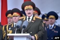 Олександр Лукашенко на параді 9 травня