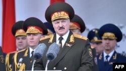 Аляксандар Лукашэнка на парадзе 9 траўня