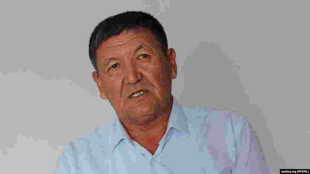 """Заведующий сектором акимата сельского округа Мухамедали Азимбаев говорит Азаттыку, что в Шукырсае планируют построить школу на 300 мест. """"Место строительства сейчас обсуждается"""", – сказал он, не уточнив, когда начнется строительство."""