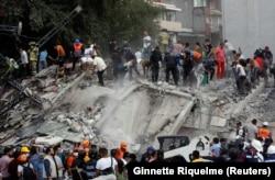 Мехико, 19 сентября. Спасательная операция