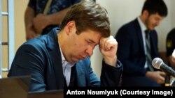 Адвокат Илья Новиков в зале суда в Грозном