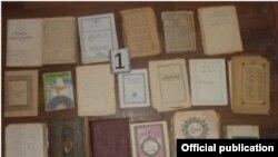 Запрещенная религиозная литература, конфискованная у членов «Хизб-ут-тахрир» в Ташкенте.