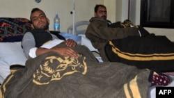 Раненые члены сирийских проасадовских отрядов, попавшие под огонь курдских сил и сил коалиции под Дейр-эз-Зором, 8 февраля